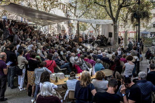 Rencontre place Marcel Pagnol à Manosque en 2017
