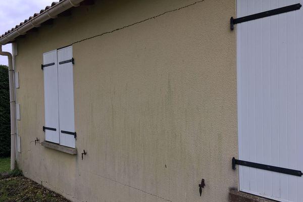 A Ecoyeux comme à Brizambourg, les maisons sont fissurées suite à l'épisode de sécheresse 2018. Pour les propriétaires, les réparations sont impossibles. Les assurances ne les prendront en charge que si l'état de catastrophe naturelle est reconnu.