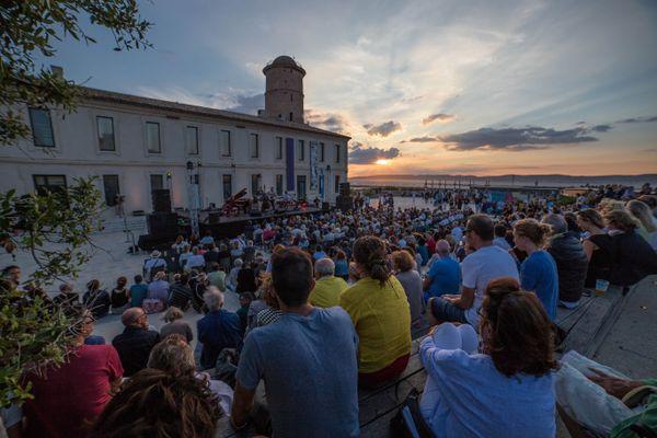 La programmation estivale du Mucem inclura des spectacles en partenariats avec Jazz des 5 continents qui a déjà investit le fort Saint-Jean lors des précédents volets mais qui a vu son édition 2020 annulée en raison de la crise sanitaire.
