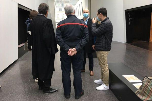 De dos, le colonel du SDIS 87 et de face, le chef de centre de la caserne de Pierre-Buffière, ce vendredi 4 décembre au tribunal correctionnel de Limoges.