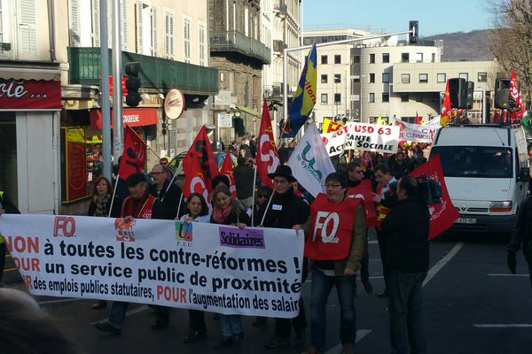 Les fonctionnaires manifestent dans les rues de Clermont-Ferrand