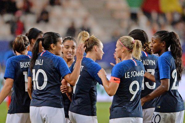 Archives : le 09 octobre 2018 à Grenoble l'équipe de France de Foot Féminin remporte un match amical contre le Cameroun  par 6 buts à 0.