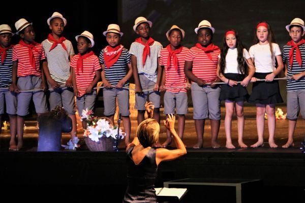 A Marseille l'Opéra c'est classe,permet depuis 1998 une sensibilisation à l'opéra en milieu scolaire.