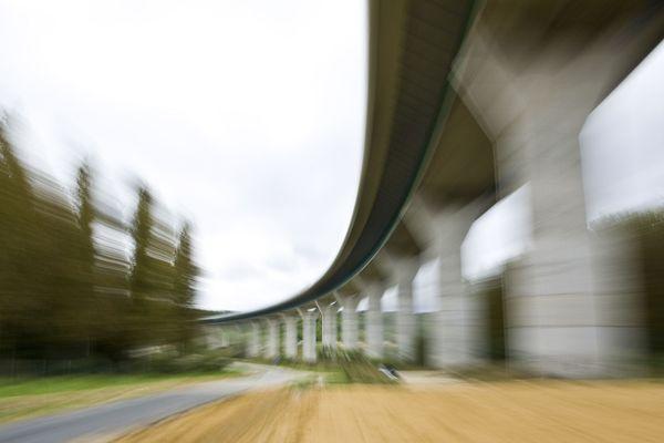 Un pont sur la Marne, en Île-de-France.