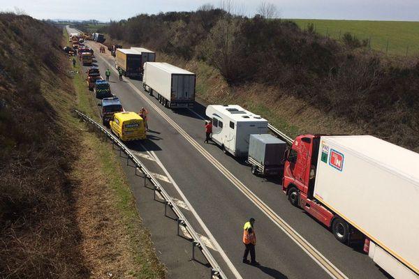 Un homme est décédé en percutant un camion qui venait en sens inverse sur la RCEA, dans l'Allier, lundi 19 mars 2018.