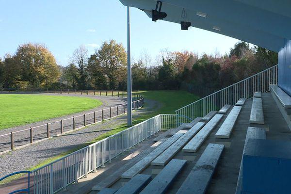 A cause de la crise sanitaire, tous les terrains de sport restent vident.
