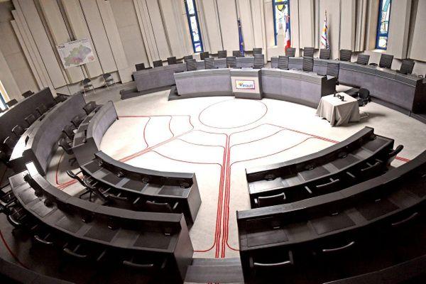 Hémicycle de la salle du conseil départemental de l'Hérault à Montpellier.