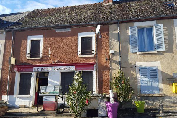 """La mairie de Crézancy-en-Sancerre (Cher) va racheter les locaux du """"Petit bouchon"""", le dernier bar du village."""