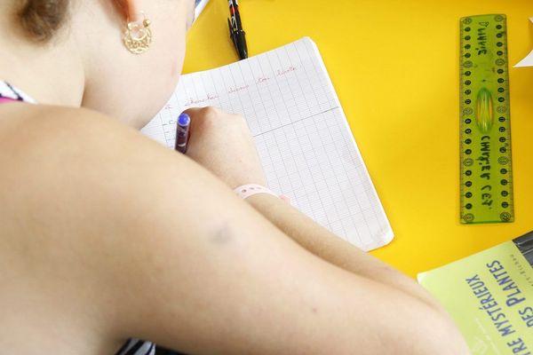 """ILLUSTRATION. Les """"grands oubliés"""" du retour à l'école seraient-ils les enfants en situation de handicap ? Aucune information n'a véritablement été donnée les concernant... Pour les parents qui peinent à les occuper à la maison, pour les enseignant(e)s et les AESH, la colère monte."""