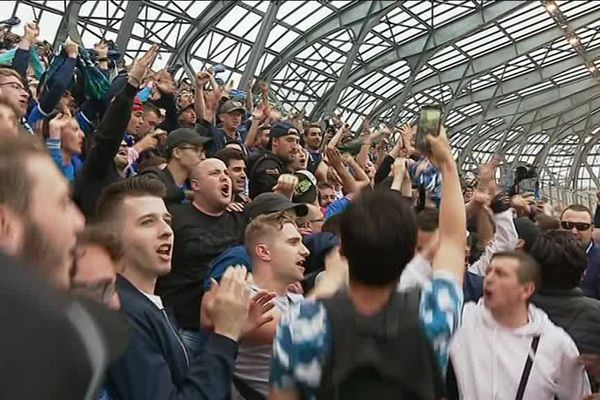 Privés de déplacement suite aux débordements qui ont suivi le match du 11 mai dernier face à Sannois Saint-Gratien , les supporters du GF 38 ont suivi le match sur écran géant au Stade des Alpes à Grenoble.