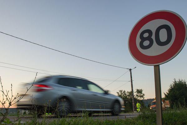 La limitation à 80 km sur les voies sans séparation centrale doit entrer en vigueur le 1er juillet prochain.
