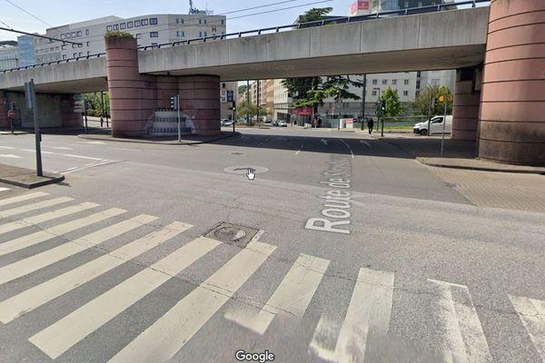L'intersection entre le Pont Raymond Poincaré, la grande rue de Saint Clair et la route de Strasbourg à Caluire-et-Cuire où est survenu l'accident