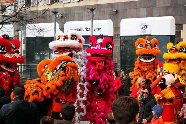 Le défilé du nouvel an chinois s'est tenu comme à son habitude malgré le contexte international