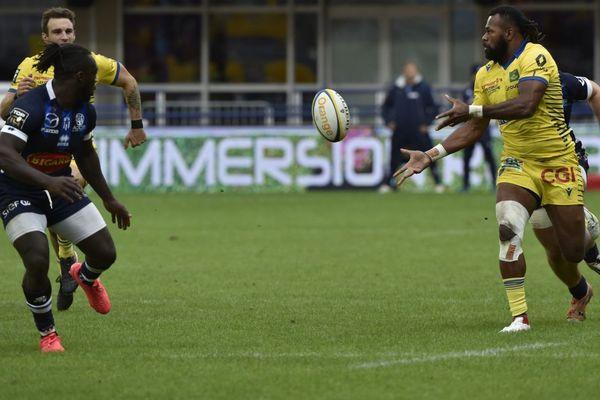 Franck Azéma, entraîneur de l'ASM Clermont Auvergne, conteste la suspension pour 5 semaines de son ailier Alivereti Raka, après un plaquage lors du match contre Agen.