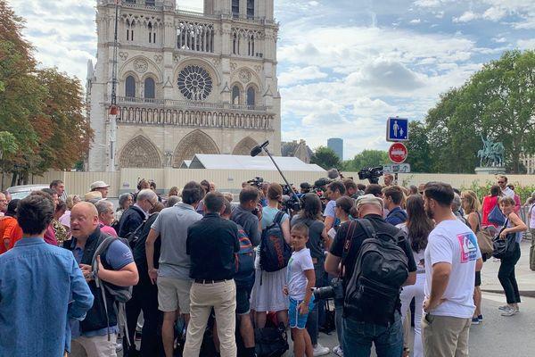 Un collectif veut alerter sur une possible contamination au plomb des personnes qui interviennent sur le chantier de Notre-Dame.