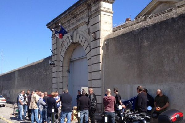 Les gardiens de la prison de Carcassonne dénoncent la surpopulation et ses conséquences.