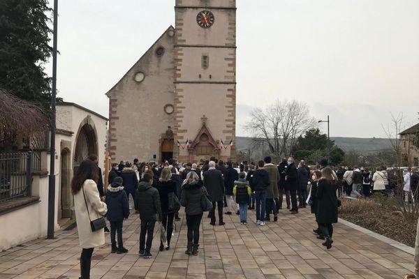 Des dizaines de personnes rassemblées à Orschwihr pour rendre hommage à Estelle Luce, cette mère de famille tuée par balles le 26 janvier dernier