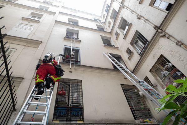 Sept personnes ont été blessées dans l'incendie.