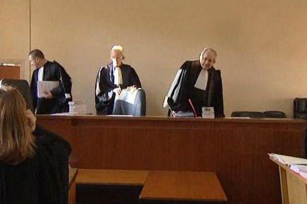 Perpignan : Les 3 jeunes de Béziers étaient jugés pour extorsion et un pour apologie d'acte de terrorisme devant le tribunal correctionnel - mercredi 9 décembre 2015.