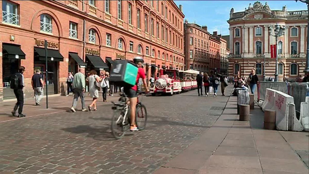 La livraison à vélo de repas à domicile envahit Toulouse