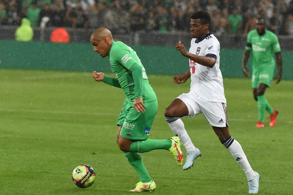 Saint-Étienne -  18/09/2021 - L'ASSE en vert recevait Bordeaux en blanc. Wahbi Khazri a inscrit un but pour les Verts qui se sont inclinés à domicile face à Bordeaux (1-2) à l'occasion de cette rencontre comptant pour la 6e journée de Ligue 1