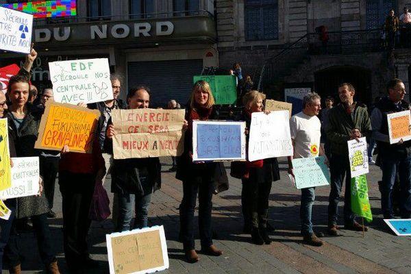 Les militants anti-nucléaires se sont rassemblés sur la Grand'Place de Lille.