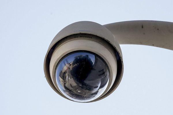 A Béziers, le nombre de caméras de vidéosurveillance va doubler en deux ans. Le maire mise sur ces installations pour faire face à l'insécurité, comme annoncé dans un communiqué de presse.