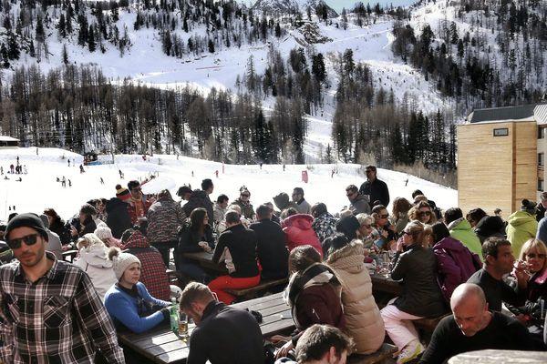 A Isola 2000 : neige, bulles de champagne et vue sur les montagnes pour un réveillon sur les cimes.
