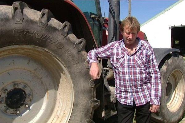 Ecomouv réclame près d'un million d'euros à Jo Baron, agriculteur, suite à la destruction du portique écotaxe de Lanrodec