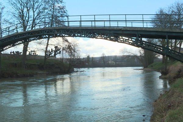 Honor-Marie était tombée dans la Fausse Marne, un bras de la Marne à Château-Thierry en voulant sauver sa soeur de la noyade.