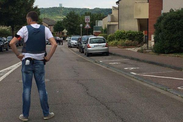 Une perquisition est en cours avenue Olivier Goubert à Saint-Etienne-du-Rouvray.