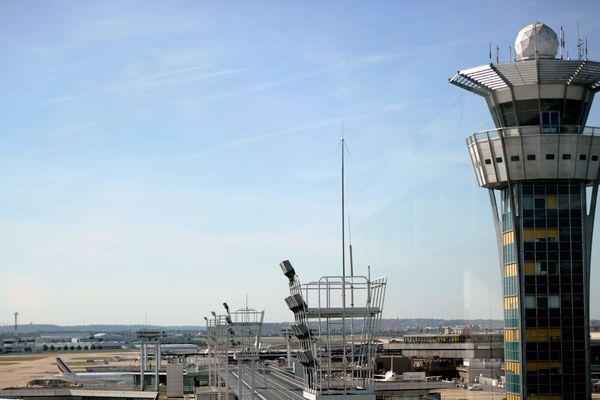 Le groupe ADP évoque une « panne informatique nationale liée à la centralisation des plans de vol » (illustration : aéroport d'Orly).