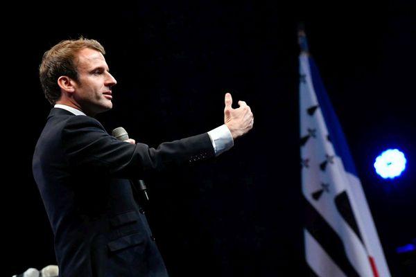 Sur son compte Facebook, Emmanuel Macron sort de sa réserve et défend l'enseignement en immersion comme le pratique Diwan.