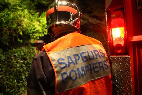 Image d'illustration - Un sapeur-pompier en intervention incendie