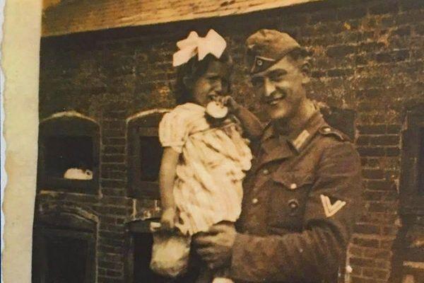 Des écoliers de Camprond, dans la Manche, recherchent ce soldat allemand qui a résidé en Normandie jusqu'au Débarquement