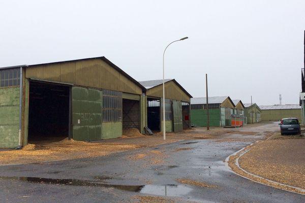 Des grands hangars propices à l'installation d'activités industrielles nécessitants d'importantes surfaces.