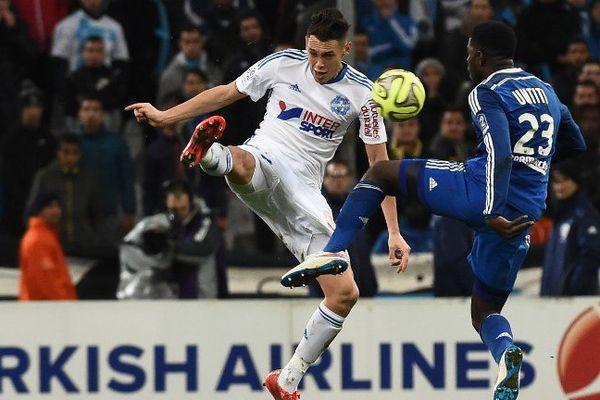 Le ballon du milieu de terrain de l'OM Lucas Ocampos semblait avoir franchi la ligne du but lors de ce match contre Lyon, le 15 mars dernier. L'arbitre n'avait pas accordé le but à la grande colère des Marseillais.