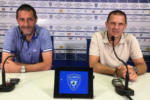 01/09/2017 - Conférence de presse de rentrée du nouveau SC Bastia. Stéphane Rossi, entraineur (G) et Claude Ferrandi, dirigeant (D)