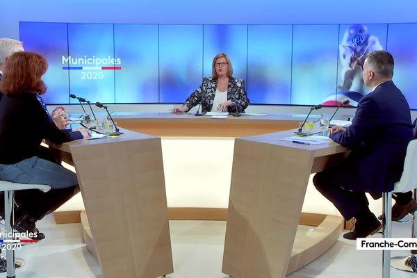 Les cinq candidats en plateau autour de Catherine Eme-Ziri