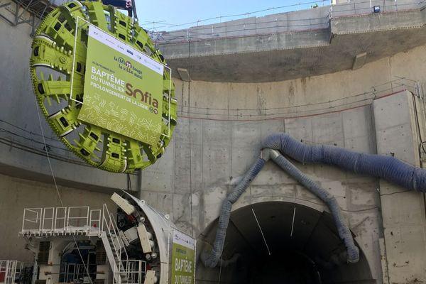 Le tunnelier mesurera à terme 106 mètres et pèsera 1 450 tonnes.
