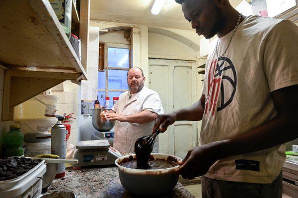 A Besançon, le boulanger Stephane Ravacley avait commencé une grève de la faim pour aider son salarié Laye Fode Traore, menacé d'expulsion.