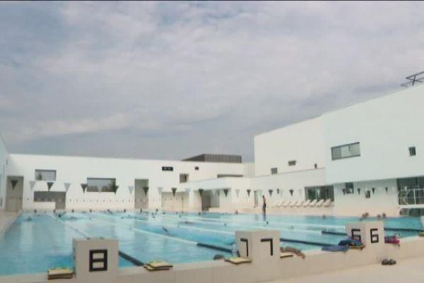 """La piscine du Havre """"Les Bains des Docks""""."""