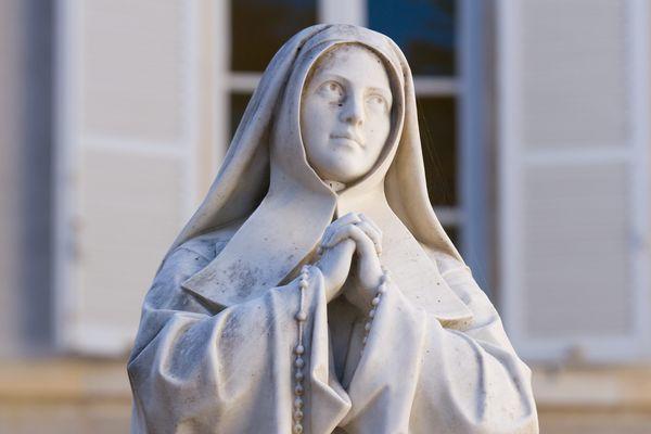 Bernadette Soubirous repose au couvent Saint-Gildard depuis 139 ans.