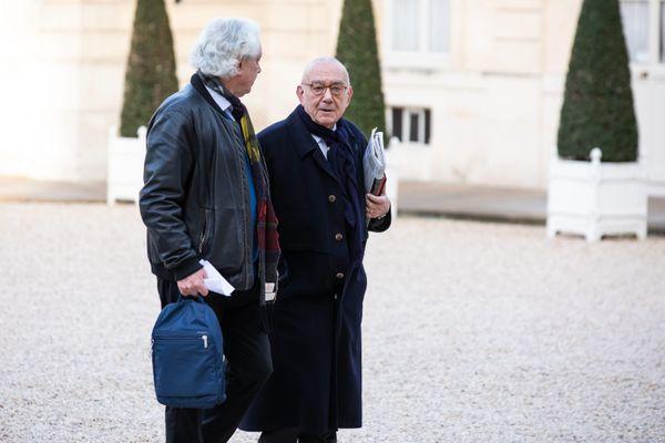 Jean-Claude Casanova dans la cours de l'Elysée, en mai 2019, avant d'être reçu par le président de la République