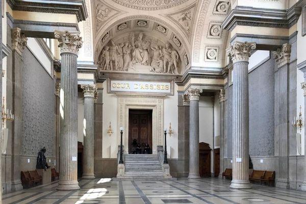 Une affaire de viols incestueux sera jugée devant la cour d'Assises du Rhône du 26 au 30 octobre 2020. Dans le box des accusés : trois hommes, dont le père des quatre jeunes victimes.