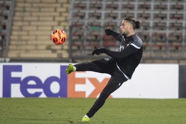 Pedro Mendes à l'échauffement avec le Sporting du Portugal.