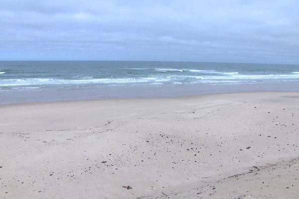 La plage océane d'Hourtin toujours interdite, comme toutes les autres en France, en ce dimanche confiné du 3 mai 2020