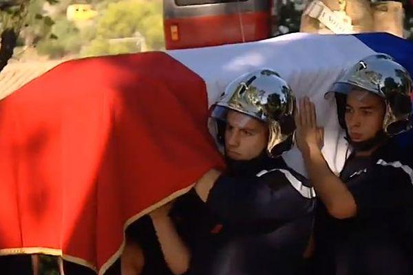 Saint-Jean-de-Cuculles (Hérault) - obsèques de Jérémy Beier, pompiers de 24 ans brûlé dans l'incendie de Gabian - 28 septembre 2016.