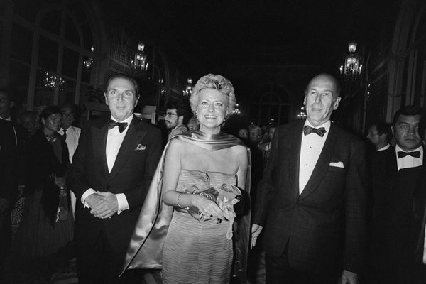 Anne d'Ornano entourée de son époux, Michel d'Ornano alors ministre et du président de la République, Valéry Giscard d'Estaing, le 6 septembre 1986 lors du Festival du cinéma américain de Deauville.