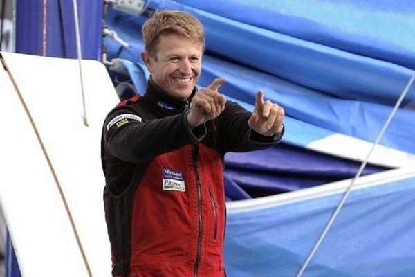 Le skipper français Jean-Pierre Dick lors du départ du vendée Globe, le 10 novembre 2012, aux Sables-d'Olonnes.